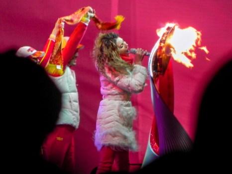 Алина Артц исполняет песню «Олимпийский танец». Фото: Екатерина Сёмина/Великая Эпоха (The Epoch Times)