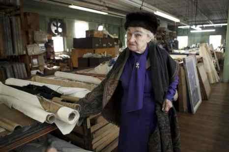 Графиня Татьяна Бобринская в своей мастерской по производству дизайнерских обоев Zina Studios, Маунт-Вернон, штат Нью-Йорк. Фото: Samira Bouaou/Epoch Times