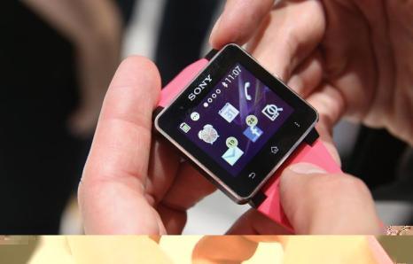 SW2 smartwatch от Sony на открывшейся 53-й международной выставке бытовой электроники IFA 2013 в Берлине 5 сентября 2013 года. Фото: Sean Gallup/Getty Images