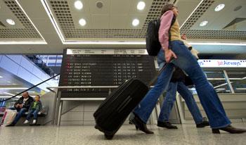 Шенгенская виза. Фото: ANDREJ ISAKOVIC/Getty Images