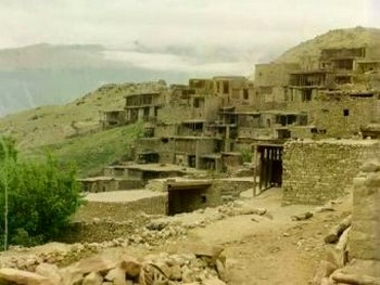 Село Гимры. Изображение с gimrimanti.com