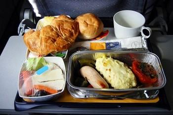 Проверка прокуратуры показала: в российских самолётах дают некачественную еду. Фото с forum.antidate.org