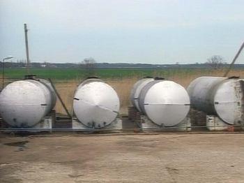 В Иркутской области  обнаружен подпольный нефтеперерабатывающий  завод. Фото с lubristar.ru