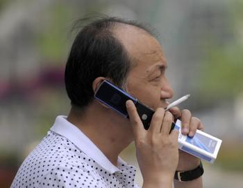 В России курение ежегодно уносит 400 тыс жизней.  Фото:  LIU JIN/AFP/Getty Images