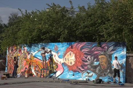 Фоторепортаж с фестиваля молодёжных субкультур ZNAKI в Новосибирске. Cоздание 20-метрового граффити. Фото: Сергей КУЗЬМИН. Великая Эпоха (The Epoch Times)