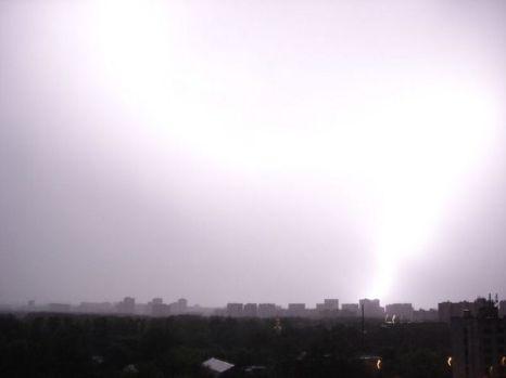 Гроза и сильный ветер в Москве стали причиной ранений девяти человек. Фото с сайта fishki.ne