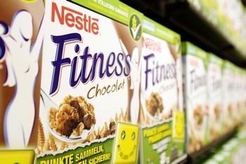 Роспотребнадзор  отказал компании Nestle в выдаче разрешения на поставку продукции в Россию.  Фото:  SEBASTIAN DERUNGS/AFP/Getty Images