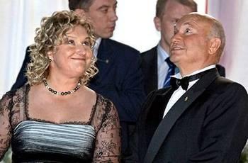 Юрий Лужков и его жена Елена Батурина. Фото с сайта  niros.ru