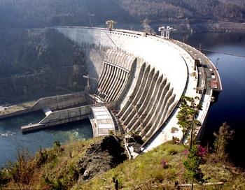 Трагедия на Саяно-Шушенской ГЭС год назад унесла жизни 75 человек. Фото с сайта forums.drom.ru