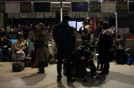 Из  Домодедово не вылетело более 100 рейсов в воскресенье ночью. Фоторепортаж. Фото: ANDREY SMIRNOV/AFP/Getty Images