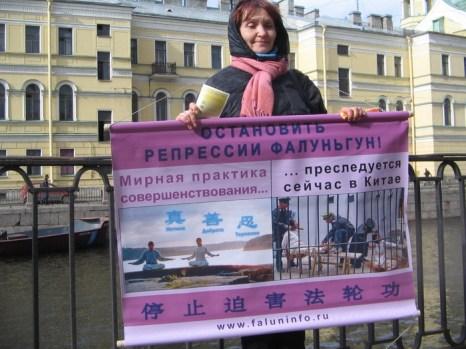 Последователи Фалуньгун провели 25 апреля акцию в память о мирной апелляции, с которой выступили в этот день в сторонники Фалуньгун в 1999 году в Пекине. Фото: Ирина Оширова/Великая Эпоха (The Epoch Times)