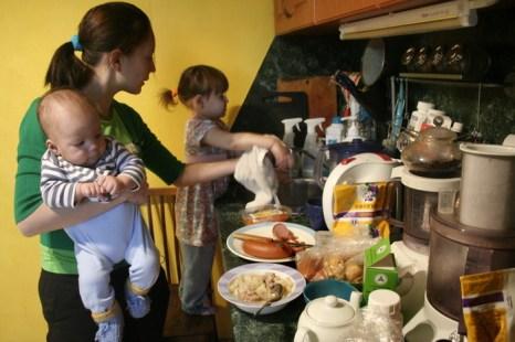 Отпуск по уходу за ребёнком предлагают увеличить до 4,5 лет. Фото: EKATERINA CHADINA/AFP/Getty Images