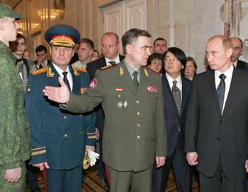 Военная форма от Юдашкина была сшита только для участников парада на Красной площади.  Фото: VLADIMIR RODIONOV/AFP/Getty Images