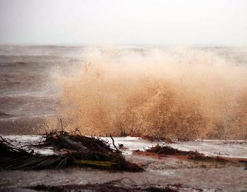 Шторм в Сочи разломал сухогруз. Фото:  Ian Hitchcock/Getty Images