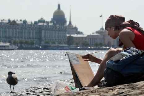 Европейскую часть России в этом году ждёт тёплое лето. Фото: KIRILL KUDRYAVTSEV/AFP/Getty Images