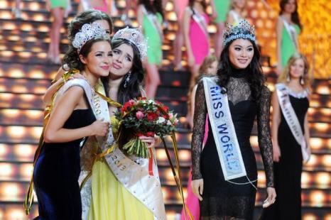Эльмира Абдразакова стала Мисс-Россия 2013. Фото: ADNREY SMIRNOV/AFP/Getty Images