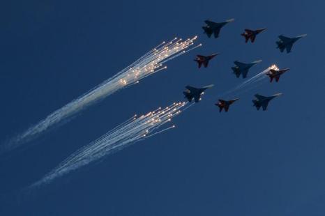 Парад Победы в Москве прошёл на «отлично». Фото: KIRILL KUDRYAVTSEV/AFP/Getty Images