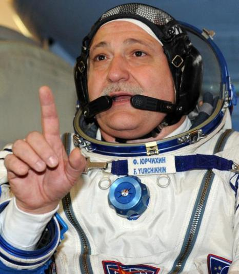 Космонавты приступили к предполётным экзаменам перед экспедицией на МКС. Фото: YURI KADOBNOV/AFP/Getty Images