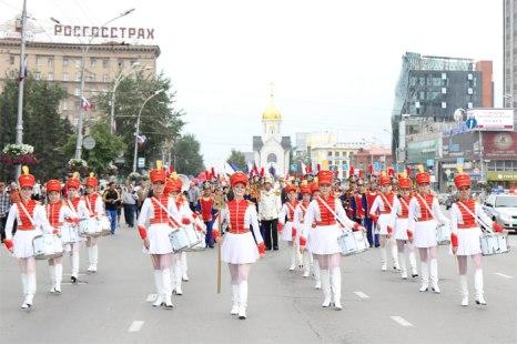 Фоторепортаж с торжественного шествия в Новосибирске, посвященный Дню России. Фото:  Сергей Кузьмин/Великая Эпоха (The Epoch Times)
