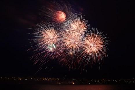 Фоторепортаж о праздничном салюте в День победы в Иркутске. Фото: Николай Ошкай/Великая Эпоха