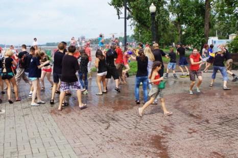 Водная битва «Wet War - 3» состоялась в Иркутске. Фото: Николай Ошкай/Великая Эпоха