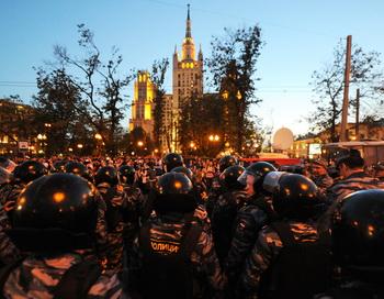 Подготовка полиции к массовому задержанию 16 мая 2012 года, Москва. Фото: ANDREY SMIRNOV/AFP/GettyImages