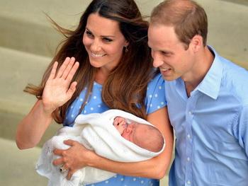 Герцог Кембриджский принц Уильям и его супруга герцогиня Кэтрин показали новорождённого принца Великобритании. Фото: John Stillwell/WPA-Pool/Getty Images