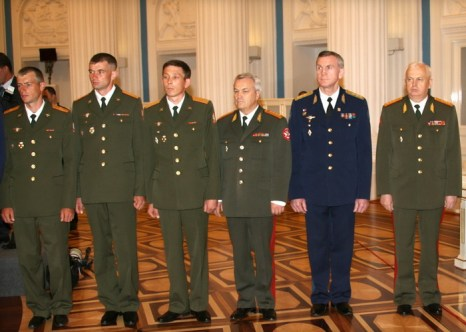 Минобороны предлагает увеличить предельный возраст военной службы для офицеров. Фото: YURI KADOBNOV/AFP/Getty Images