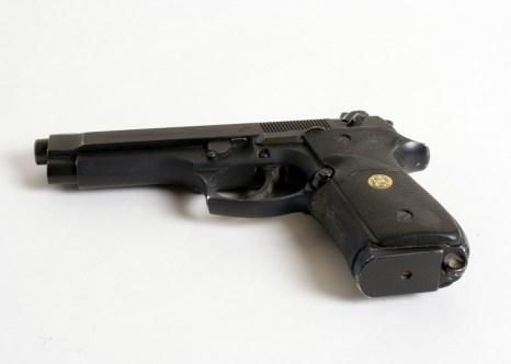 В школе № 263 в Москве старшеклассник взял в заложники учеников своего класса, застрелил учителя и полицейского, ещё одного полицейского ранил. Всё это он совершил с помощью огнестрельного оружия, принадлежащего его отцу. Фото: morguefile.com