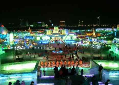 Харбин. Фестиваль снежных и ледянных фигур. Фото: Fanghong/wikimedia.org