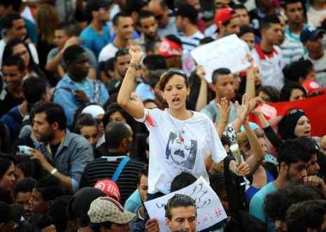 Протесты против политики правительства прошли в столице Туниса. Фото: FETHI BELAID/AFP/Getty Images