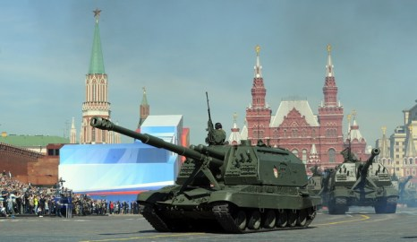 Самоходные гаубицы «Мста-С». Фото: YURI KADOBNOV/AFP/Getty Images