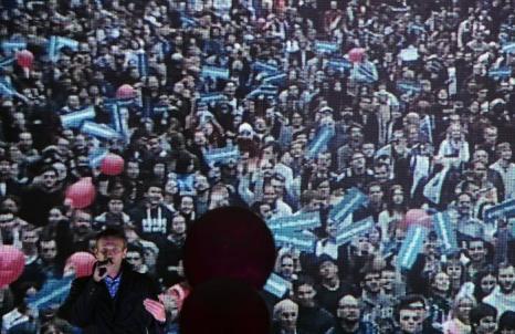 Кандидат на пост мэра Москвы, оппозиционер Алексей Навальный провёл в парке «Сокольники» агитационную кампанию, на которую, по разным подсчётам, 25 августа 2013 года собрались около 7 тысяч человек. Фото: VASILY MAXIMOV/AFP/Getty Images