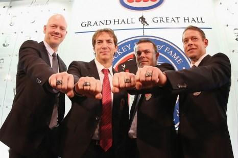 Зал Хоккейной Славы в Торонто, Канада, 2012 год.  Четыре бывших игрока НХЛ (Павел Бурре справа). Фото:  Bruce Bennett/Getty Images.