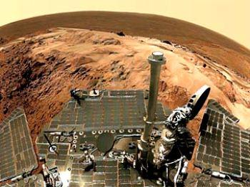 Так видел бы окружающий пейзаж наблюдатель, сидящий на марсоходе. Изображение Marco Di Lorenzo et al. courtesy Aviation Week, Mars Exploration Rover Mission, Cornell, JPL, NASA