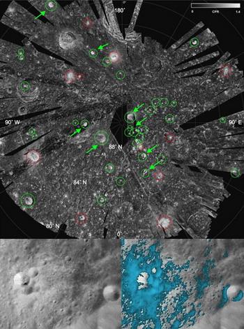 Различные приборы на борту аппарата Chandrayaan 1 выявили как россыпь богатых водяным льдом кратеров на северном полюсе Луны (вверху они обозначены зелёными кружками), так и богатые водой минералы вокруг (нижний кадр, голубые участки) (фотографии NASA, ISRO)