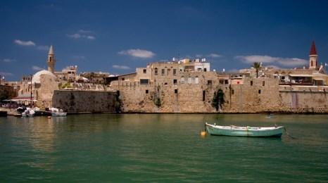 Город Акко, в котором израильские археологи раскопали античный военный порт. Фото с сайта kalachov.com