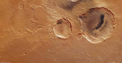 Марсианский кратер показывает периодические изменения климата. Фотографии. Фото:  ESA / DLR / FU Berlin (G. Neukum)