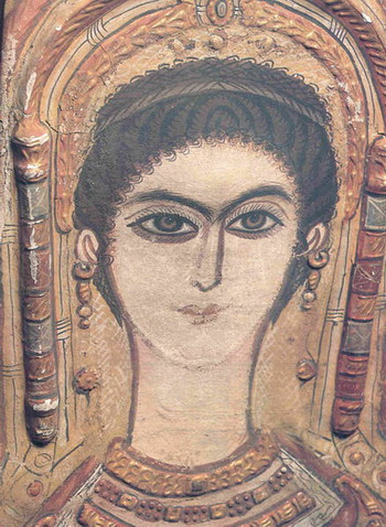 Покрывало мумии молодой дамы из Египетского музея Каира. Лен, многоцветные украшения. Фото с сайта epochtimes.de