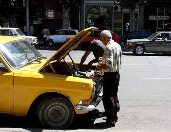Эксплуатация таких авто очень опасна для пассажиров. В ГУВД Москвы дали обещание разобраться с провернувшими такую аферу. Фото с сайта aviator-ru.livejournal.com