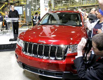 Jeep Grand Cherokee - этот автомобиль разработан и изготовлен таким образом, чтобы он мог справиться с любыми мыслимыми условиями вождения в любую погоду, будь то на дороге с твердым покрытием или на бездорожье. Фото: Bill Pugliano/Getty Images