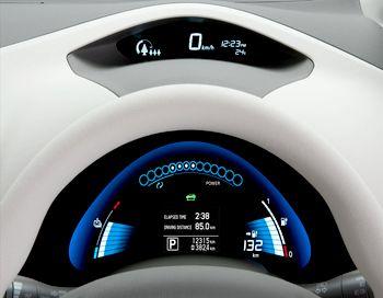 Приборная доска Nissan Leaf, интересно насколько приборная доска у новых авто