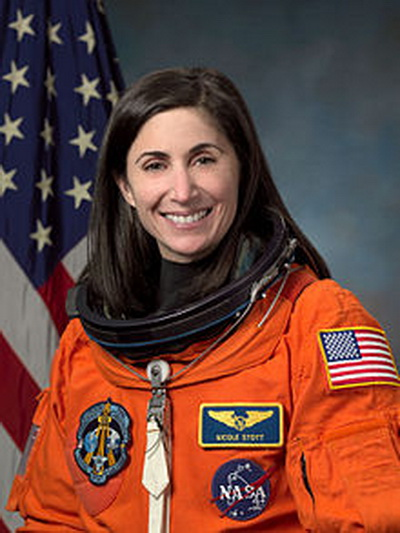 Фоторепортаж. Американский инженер и астронавт НАСА Николь Стотт. Фото взято с Wikipedia