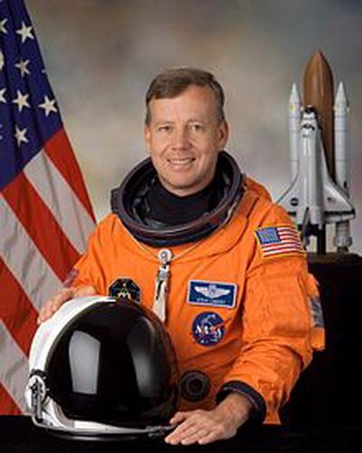Фоторепортаж. Командир космического челнока и полковник ВВС США Стивен Линдси. Фото взято с Wikipedia
