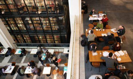 Британская библиотека начнёт сохранять дигитальный архив всех британских страниц Интернета с 6 апреля 2013 г. Фото: Peter Macdiarmid/Getty Images