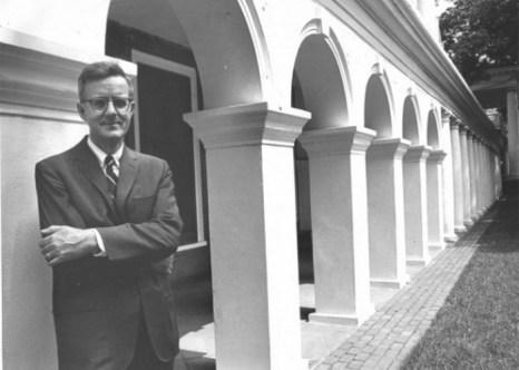 Покойный доктор Иэн Стивенсон, основатель отдела перцепционных исследований (Университет Вирджинии, отдел исследований личности)