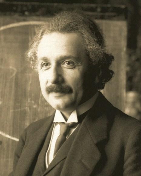 Альберт Эйнштейн на лекции в Вене в 1921г. (42 года). Фото: Ferdinand Schmutzer