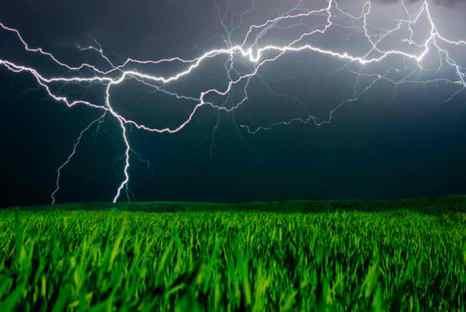 Молния. Фото: *Shutterstock