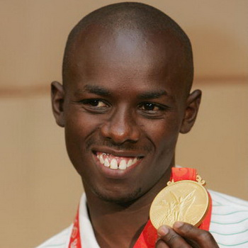 Самюэль Ванджиру  - олимпийский чемпион по марафону. Фото:  JIJI PRESS/AFP/Getty Images