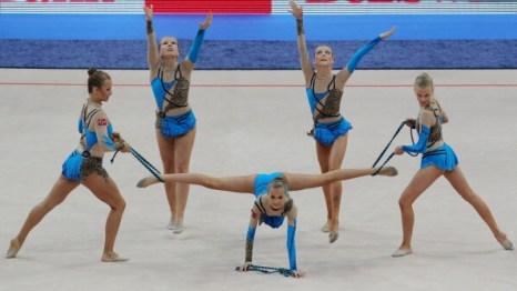 Фоторепортаж о командных выступлениях по художественной гимнастике на Чемпионате Европы. Фото: VIKTOR DRACHEV/AFP/Getty Images